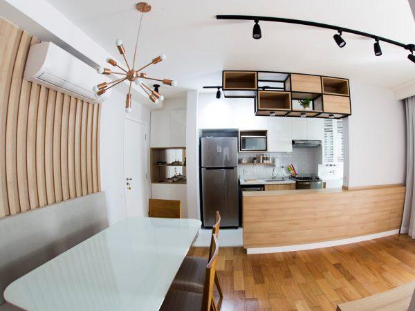 Foto da reforma concluída - Living e cozinha integrados